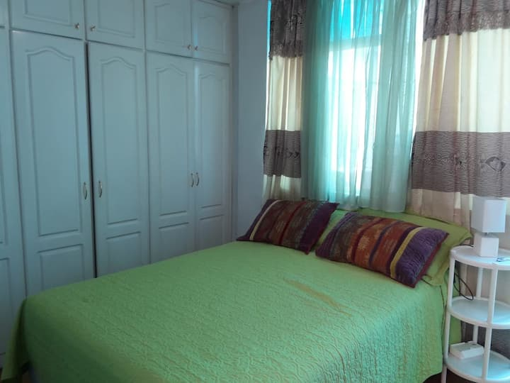 Home-Cosy - 1 Bedroom, Family Apartment in Quito