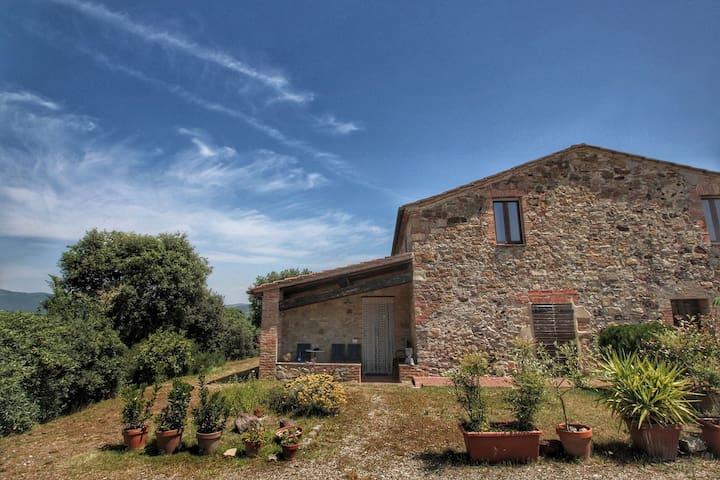 Villetta con giardino, vista mozzafiato, vicino a Siena