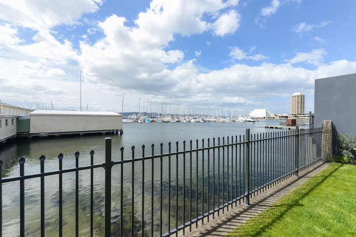 346 On The Marina - Large Waterfront Terrace