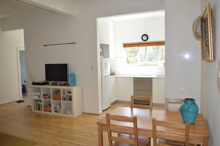 Entire modern apartment in Bondi near beach - Bondi - Lägenhet