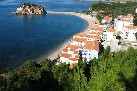 Nice studio close to the sea (30m) - Sveti Stefan