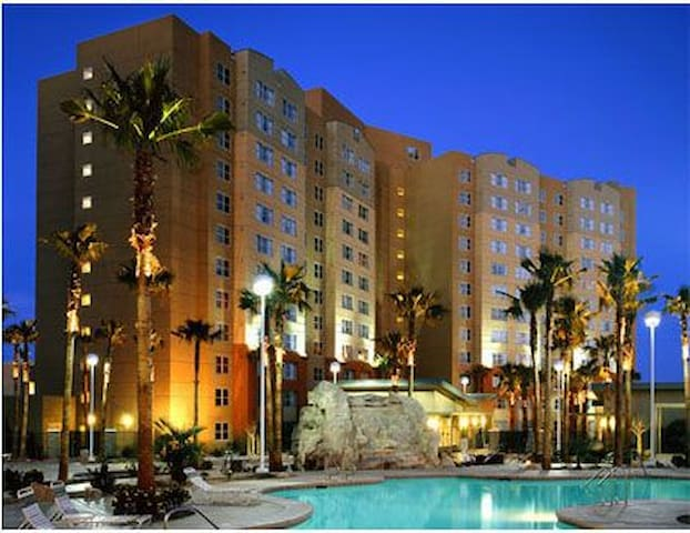 GRANDVIEW VEGAS!! - Low Rates!