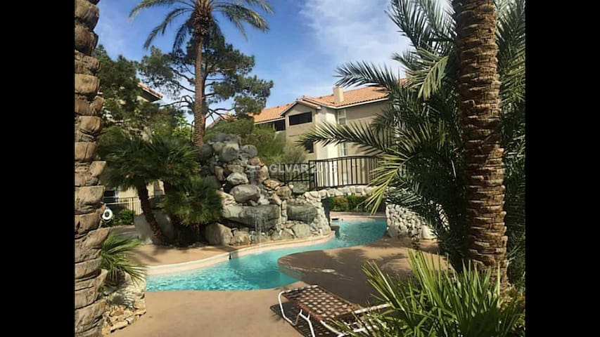 Great location by STRIP - Tropical - Las Vegas - Apartment