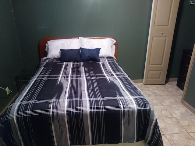Loxahatchee Room/ Queen bed w/ mini fridge