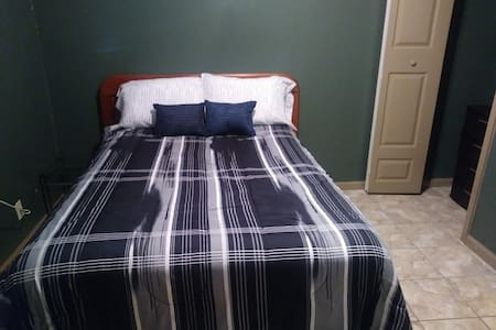 Loxahatchee Room/ Double bed w/ mini fridge