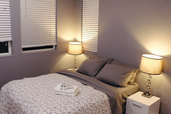 2 Cozy Modern Deluxe Rooms near Bart & Airport