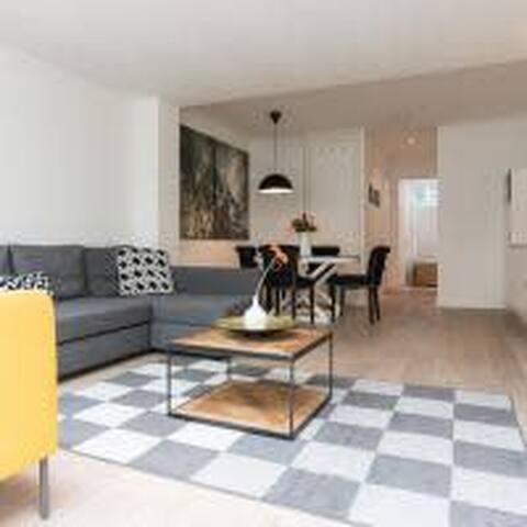 Ruby van Gogh Apartments A