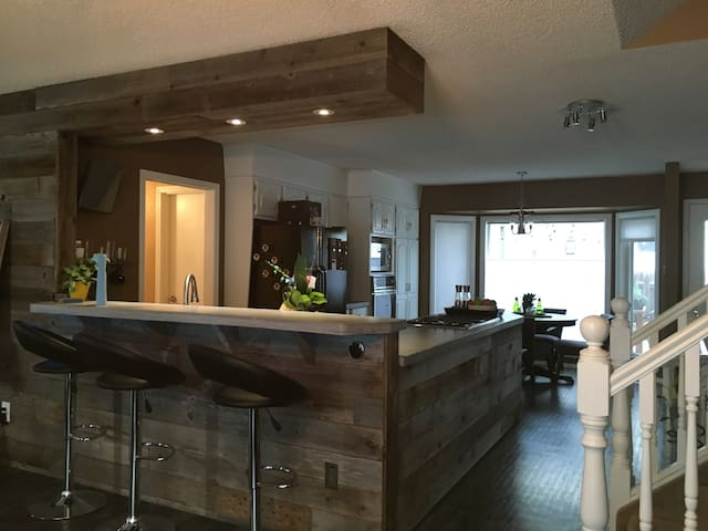 Extra Room in Quiet Neighbourhood by Servus Place - St. Albert - Hus