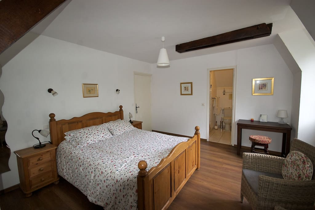 B b near sarlat room 4 kingsize bed chambres d 39 h tes for Chambre d hote sarlat