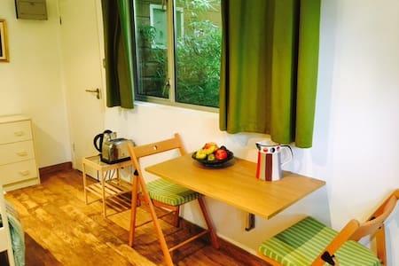 East Finchley quiet and comfortable garden studio
