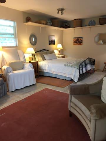 Queen bed area
