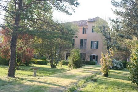 Maison de maître 17e siècle Marquis de Castellane - Riez