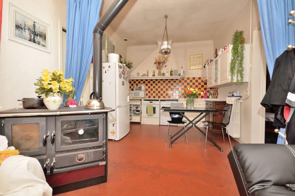 chambre priv e chez l habitant avec terrasse chambres d 39 h tes louer cannes provence alpes. Black Bedroom Furniture Sets. Home Design Ideas