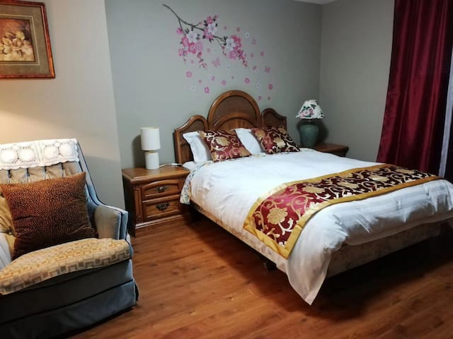 private spacious and cozy room(white Rock surrey)
