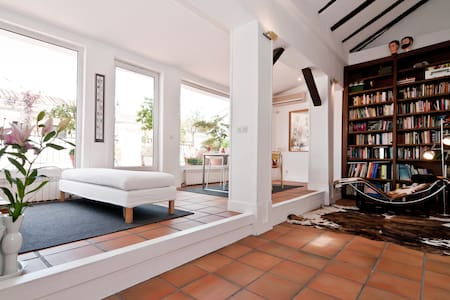 Penthouse with terrace @ Huertas st - Madrid