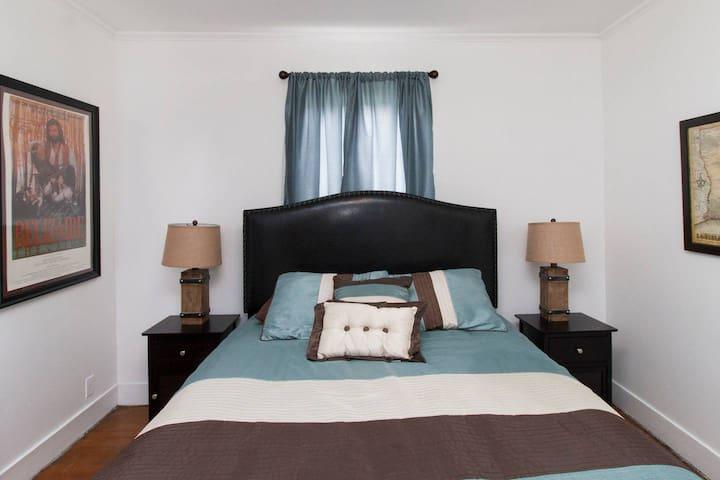 Cajun Hostel II - The Brown Room