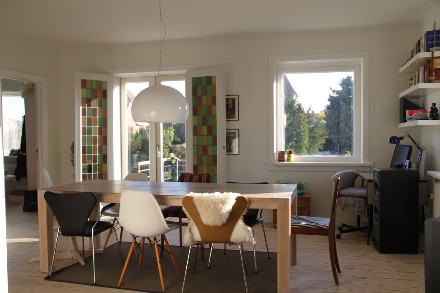 Light and spacious dining room