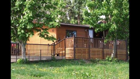 The Horseshoe Lodge   Beautiful country lodge