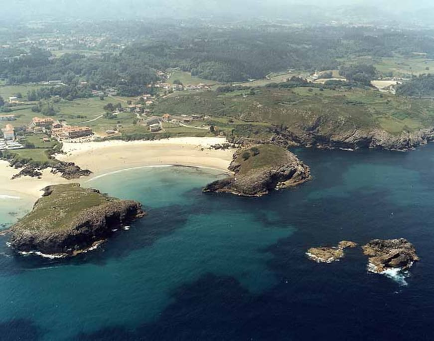 Playa de Barro / Barro Beach, 4 km from home. Cycling path and good communications.