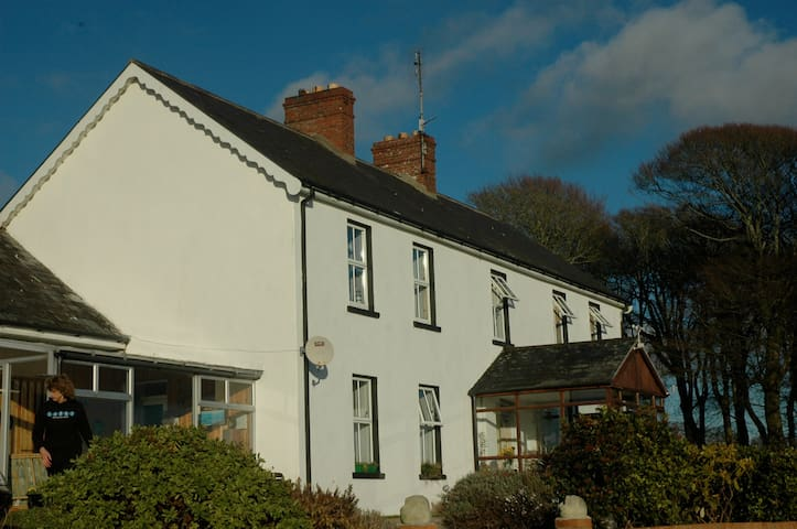 Farmhouse Self Catering Sea views - Ballymore - Apartmen