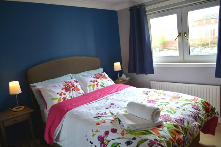 Cosy flat close to city center & private parking - Glasgow - Pis