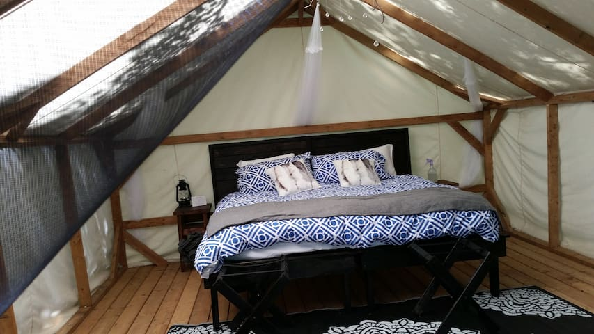 Intimate Muskoka Glamping Cabin (King Bed Suite) - Severn Bridge - Jurta