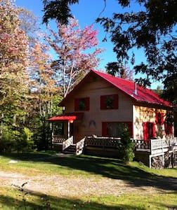 Beautiful Chalet minutes to Jay Peak Resort