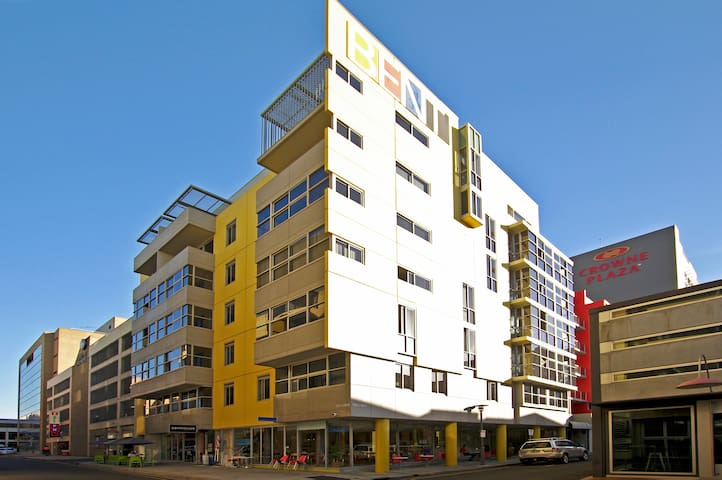 2 Bd CBD Apt near Rundle St with Car Park - Adelaide - Appartement