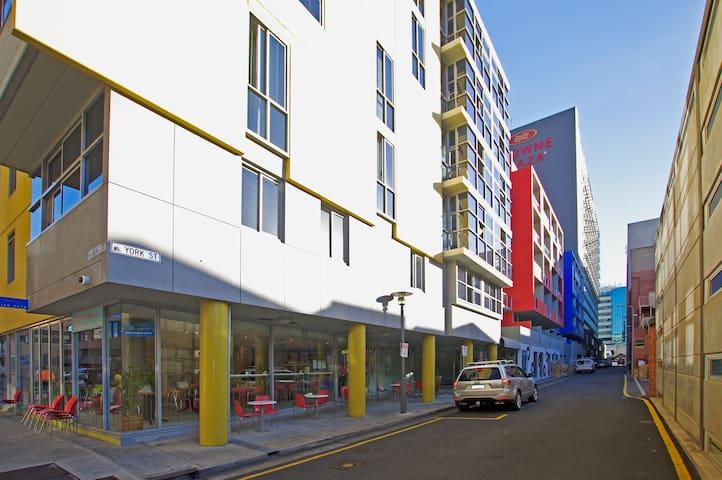 East End CBD Apt-2 Queen Beds