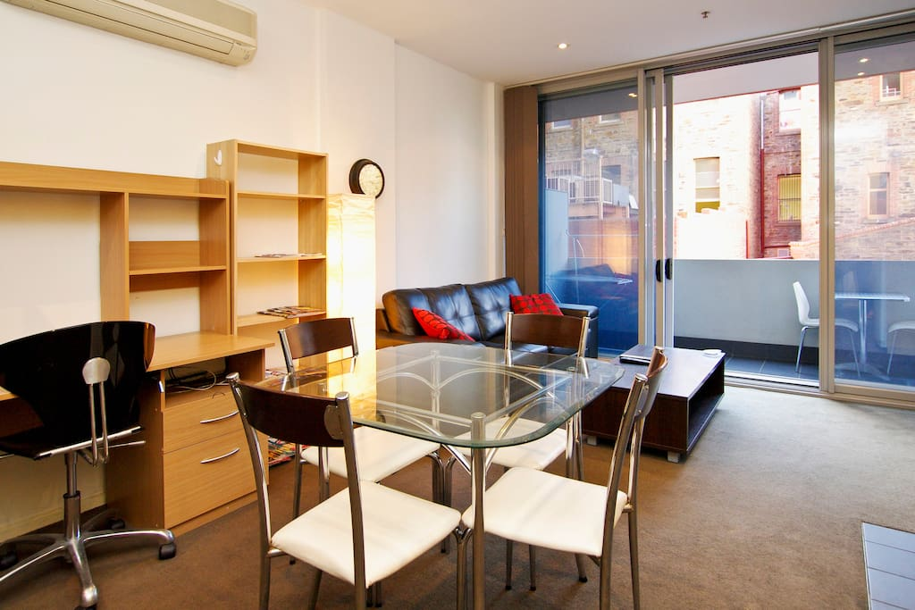 2 Bd CBD Apt near Rundle w Car Park