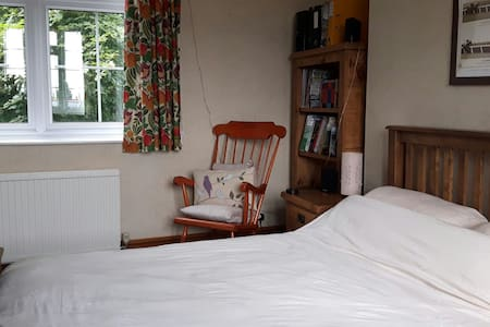 Kingside room in charming old house - Kirton - Casa