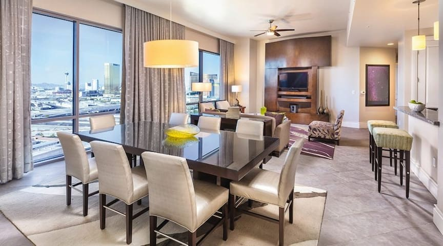 LUXURY 4bdrm Presidential Penthouse Suite