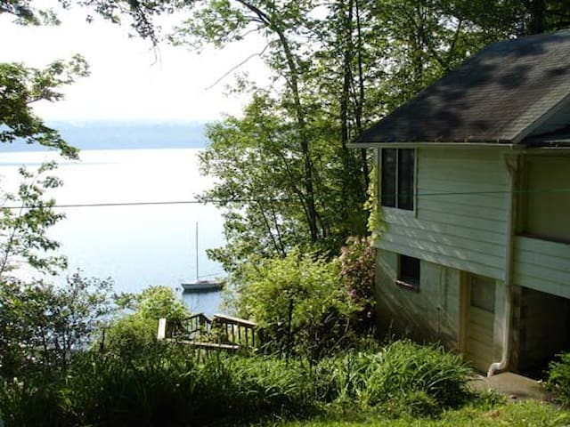 Restful Cottage on West side Cayuga Lake