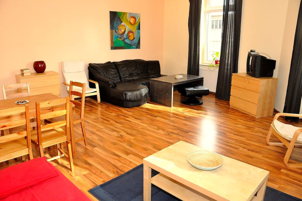 Neustadt central inexpensive l6 appartements louer for Canape dresden neustadt