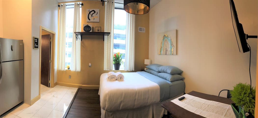 Central Downtown Queen Bed | Walk to all Venues