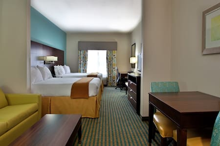 Modern Double Queen Suite at the HIE - Picayune