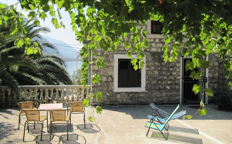 House for rent, 30m from the beach - Kotor - House
