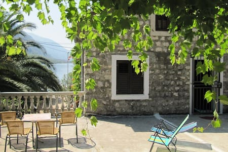 House for rent, 30m from the beach - Kotor - Huis