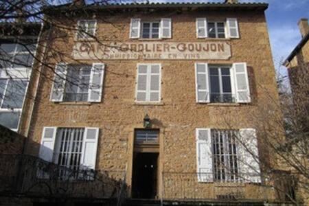 Beaujolais region 3story town house - Cogny - Haus