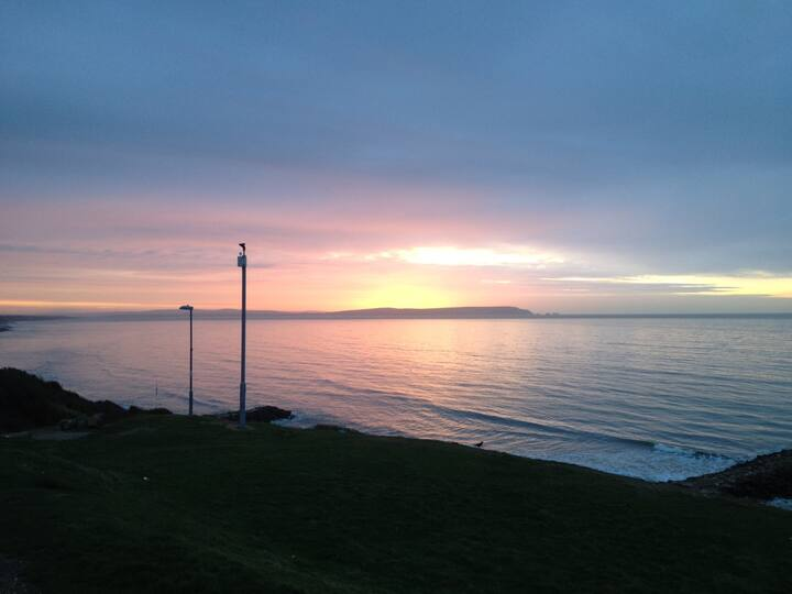 Sea view flat on clifftop with room to let