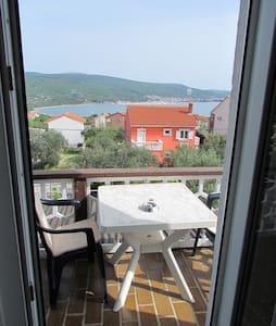 Studio with panoramic sea view! - Kornić - Rumah