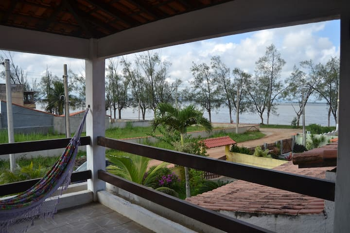 Casa aconchegante, ampla, perto da lagoa e praias