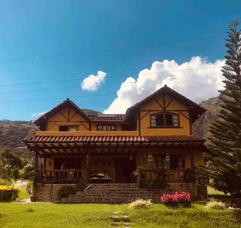 Hermosa casa con piscina cerca de Vilcabamba.