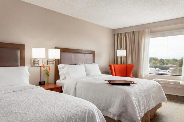 Intimate Quadruple Two Double Beds At Cherry Creek - Glendale