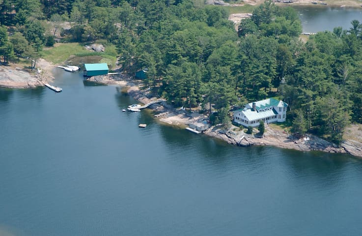 Big Beautiful Family Cottage for 16 people - Georgian Bay - Srub
