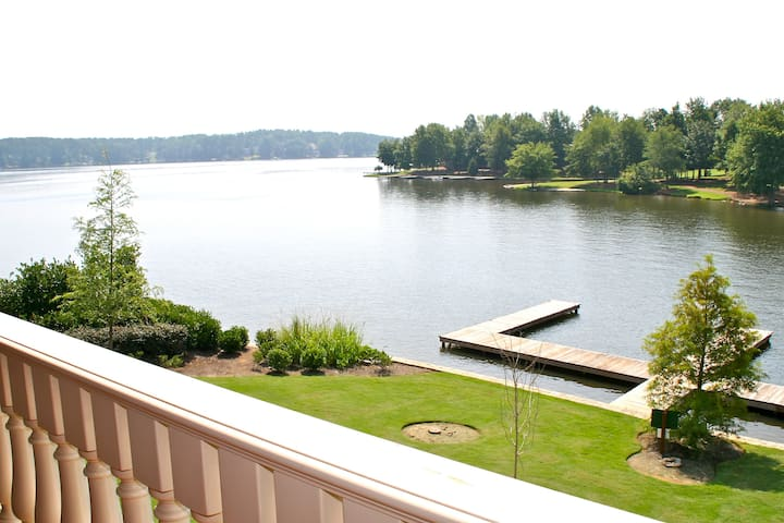 Waterfront Luxury 2BR Villa/Prime Spot/Lake Oconee