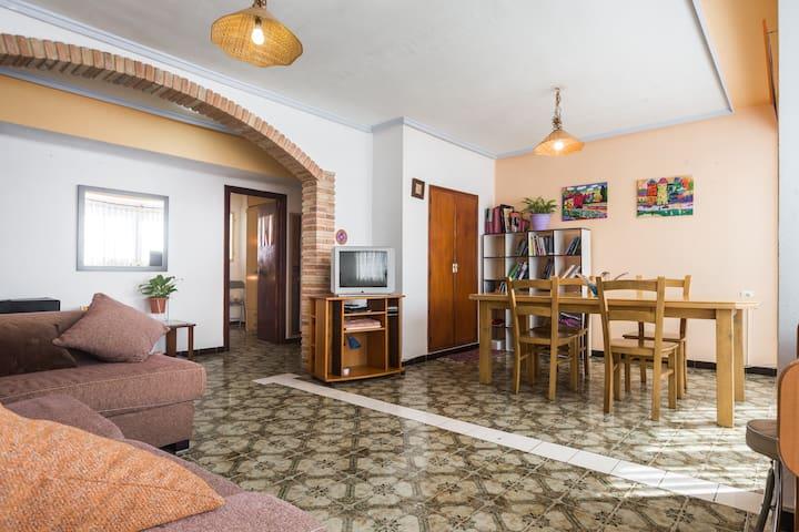 HABITACION INDIVIDUAL PISO RUSTICO Y VISTAS - Sagunt - Appartement