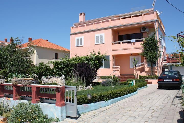 sunny, quiet, near the beach,beautiful island view - Zadar - Apartment