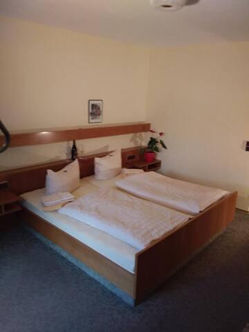 Gasthof Alte Post (Bischofsmais), FeWo mit zwei separaten Schlafzimmern