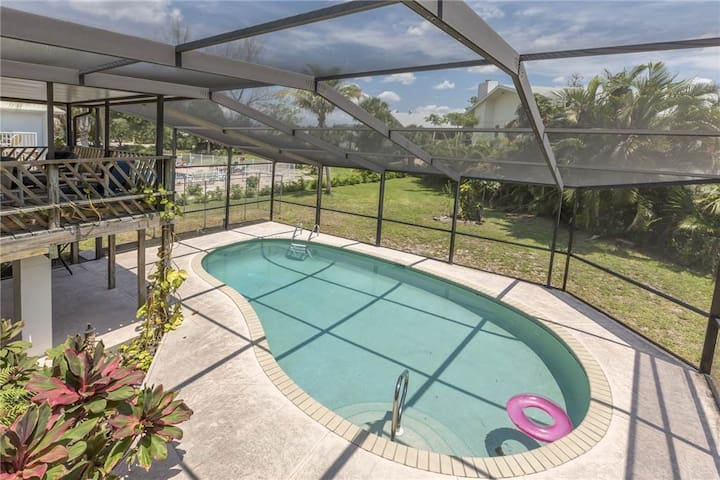 Sandal Fin Beach House, 2 Bedroom, Heated Private Pool - Fort Myers Beach - House
